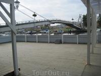 Пешеходный мост в жилой микрарайон