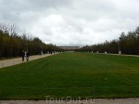Версаль, вдалеке виден дворец