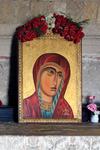 В храме хранится копия чудотворной иконы Богородицы ( оригинал в Петербурге ), с которой и началась история этого места