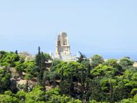 С Акрополя хорошо виден холм муз, он же холм Филопаппа. Гай Юлий Антиох Филопап был римским консулом эллинистического происхождения. Последние годы жизни ...
