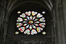 Сент-Эсташ (церковь)Строительство началось в 1532 году по плану архитектора Лемерсье, взявшего за пример Собор Парижской Богоматери. Были возведены неф ...
