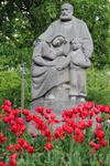 Памятник около церкви Олесунда