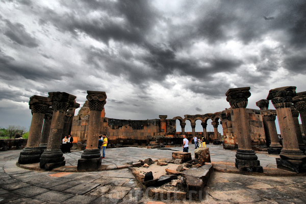 Объект всемирного наследния Юнеско - развалины Звартноц