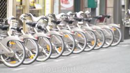Сначала думали что велосипеды только в Париже, а потом увидели их и в Лионе, и Милане, и в Марселе и ещё где то.