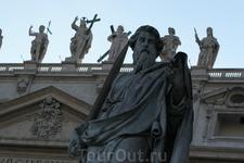 Небесное воинство на крыше собора св. Петра в Ватикане.