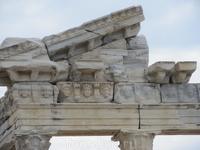 "Головы ""медуз"" на храме Апполона"