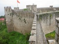 Самуилова крепость времен болгарского владычества. Крепость - новодел, настоящая была разрушена