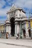 Вид на арку с площади Comercio.