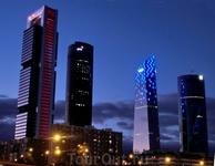 Так башни выглядят вечером. Я не особый фанат зданий из стекла и бетона, но башни давно вписались в облик города и стали его достопримечательностью. В ...