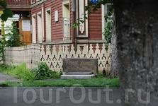 Памятник резному палисаду