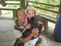 Дочка с кошачьим медведем (оказывается, такой бывает).
