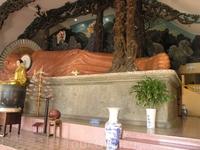 Непосредственно Будда,облицованный мрамором.
