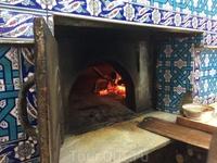 А это печь для выпечки пиде - лепешек, напоминающих хачапури или пиццу. Могут быть как с сырной, так и с мясной начинкой.