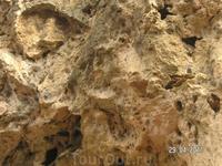 Медовые водопады; по легенде когда-то в этих скалах делали свои ульи дикие серые пчелы; дожди и водопады смывали мед из ульев и он стекал в речку, люди ...