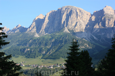 "Вид из отеля ""Panorama"" на городок Corvara"