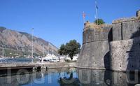 Городские крепостные стены Котора