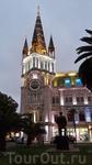 А это вечерний Батуми и приглянувшееся мне здание с астрономическими часами, механизм работы которых мне так и не удалось понять.