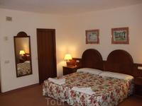 Наш отель (Blue Sea Puerto Resort). Одна комната