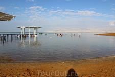 """У самого Мёртвого моря. Пляж гостиницы """"Ход"""" и вход в море полностью очищен от солевых камней. Совершенно безопасно купаться босиком."""