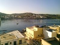 вид на бухту святого Павла из нашего номера в отеле Амбассадор, на другой стороне бухты городок Сент-Полс-Бей