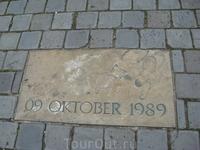 Табличка в память о Мирной революции в 1989 году.