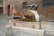 Современная скульптура тоже представлена