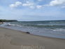 Песчаный берег Балтийского моря, прибой.