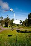 """Такая же птица есть на гербе города. На флаге изображен """"серебряный журавль, держащий в лапе золотой камень"""". По-видимому, это он и есть, только объёмный ..."""