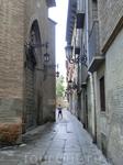 Узкие улочки в окрестностях центральной площади практически безлюдны.