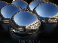 а это бесконечно отражение...в которое можно бесконечно смотреть... нравится???