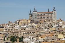 Это прямоугольное сооружение - Алькасар- , расположенное в центральной точке города, на скале, возвышается над городом на несколько десятков метров. Источники свидетельствуют о том, что на этом месте