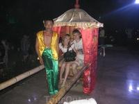 Парк фонарей. Можно почувствовать себя чуть ли не принцессой... милое развлечение за 20 юаней... тебя покатают))