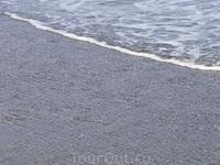 Чёрный пляж Эгейского моря.