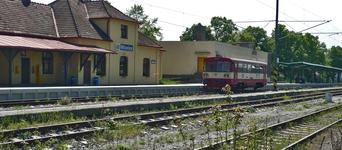 Вокзал Миловице, слегка запущен.