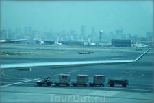 большой современный аэропорт - один из лучших в мире
