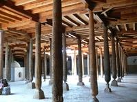 Мечеть Джума. Согласно исследованиям арабского географа Мукаддасий, мечеть Джума датируется X веком. В конце XVIII века мечеть была перестроена на деньги, пожертвованные ханом Абдурахманом Мехтар, ко