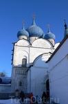 Монастыри и соборы Суздаля смотрятся великолепно.