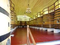 Здесь вино готовится.