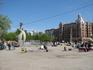 Небольщая площадь на набережной у улицы Максима Горького