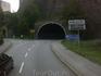 Впереди показался тоннель