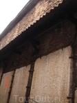 это стена какой-то очень древней церкви на улице Katarina kaik