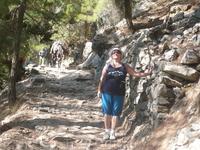 Вот так ,в такой не горной экипировке,спускались по серпантину, по тропе 5 км.Меня обгоняли ослики,доставляющие не знаю что,идущие не знаю куда.В пути ...
