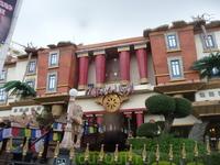 The House of Katmandu Итерактивный атракцион для всей семьи. Происходит в перевернутом тибетском доме.