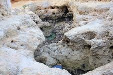 Пещеры в скалах. Прайя - ду - Карвоейру.