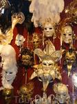 Венецианские маски. При желании и наличии открытой шенген визы из Пореча можно сплавать до Венеции. а если нет, то просто довольствоваться соседними магазинчиками ...