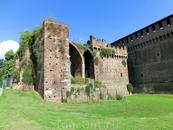 Поход в Замок Сфорца (Castello Sforzesco) был запланирован на второй день нашего пребывания в Милане. Мы доехали на метро до станции Cadorna и сразу же ...