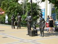 Памятник героям фильма &quotБриллиантовая рука&quot у Морвокзала