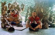 В мастерской резчика по дереву - национальный колорит для туристов