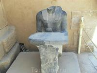 безголовая статуя