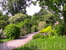 За садом хорошо ухаживают,по всей территории кто-то что-то делает,уборка,посадка,прополка,такое великолепие требует огромного труда!